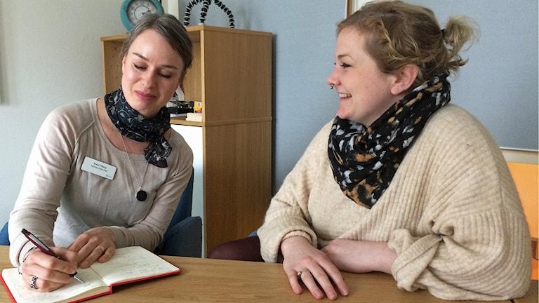 Anna Friberg, verksamhetschef på Aleris psykiatri i Lund, och Astri Sjödin, patientombud på NSPH. Foto: Petra Haupt/Sveriges Radio