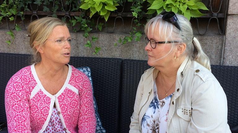 Gabriella Borgkvist, operationssjuksköterska, och Tina Lindau, narkossjuksköterska. Foto: Petra Haupt/Sveriges Radio