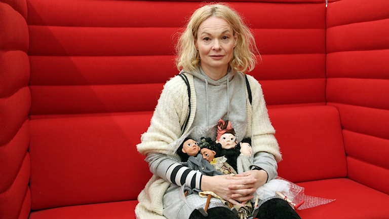 Petra Löfmarck, dockmakare och scenograf. Foto: Hans Zillén/Sveriges Radio.