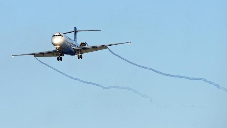En Boeing 717 från flygbolaget Blue1 på väg in för landning på Kastrups flygplats.