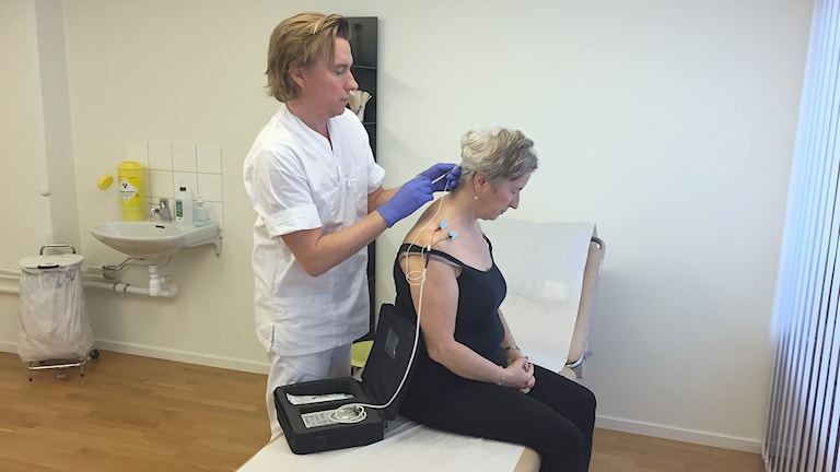 Var tredje månad kommer Zlata Carlsson hit för sina injektioner. Hon har kunnat gå tillbaka till sitt jobb som lärare sedan behandlingen fick effekt. Foto: Anna Landelius/Sveriges Radio