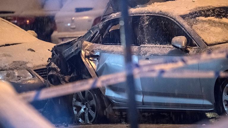 Polisen hittade en bil med sprängskador.