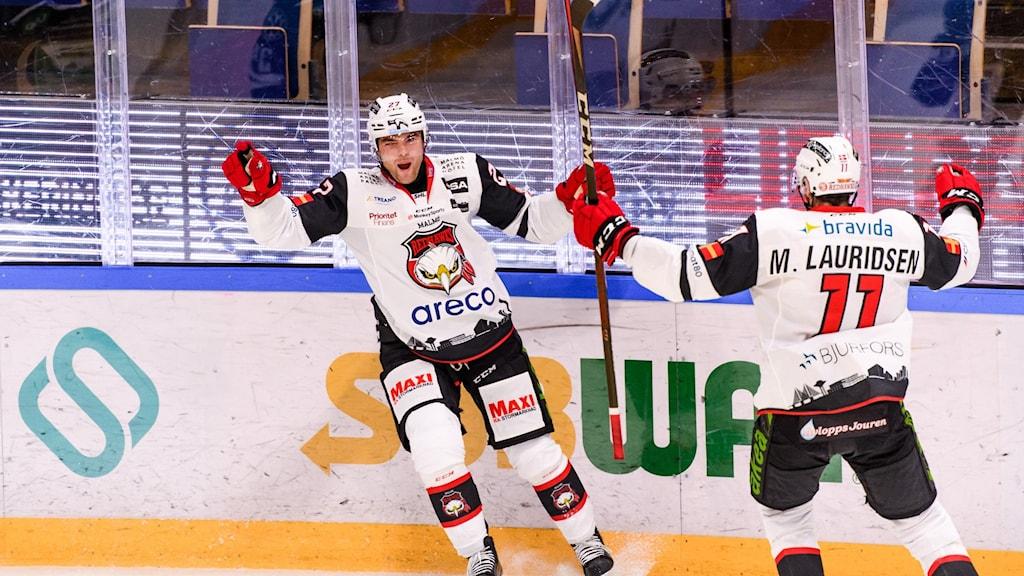 Malmö Redhawks Pontus Westerholm jublar på isen.