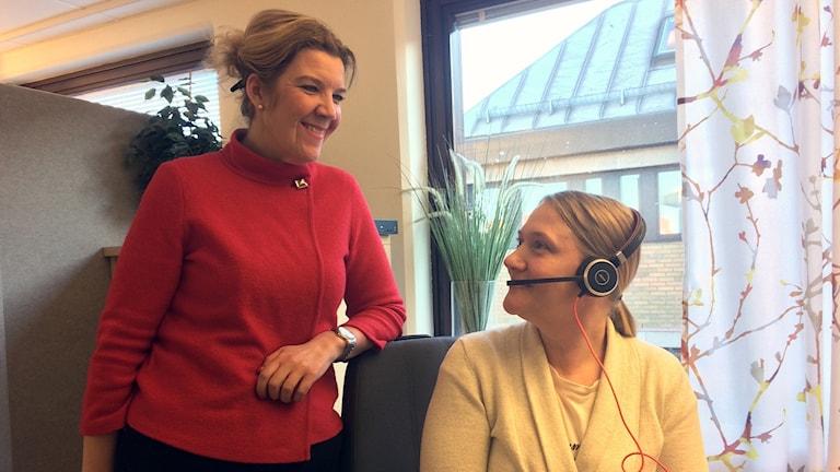 Enhetschef Pernilla Andersson och barnmorska Susanne Martinsson jobbar med ungdomsmottagningen på nätet i Skåne. Foto: Petra Haupt/Sveriges Radio.