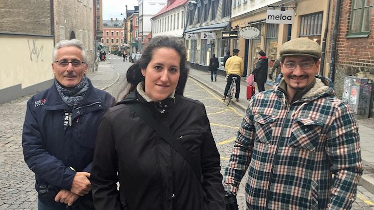 Humberto Garin, Andrea Nardi och Alejandro Fuentes är alla argentinare i Lund. Om en vecka får de sällskap av en till - påve Franciscus. Foto: Daniel Persson/Sveriges Radio.