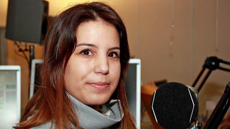 Yasmina Moussaoui Fazzaa, vän till mördad ung man i Malmö och socialdemokratisk stadsdelspolitiker. Foto: Hans Zillén/Sveriges Radio.