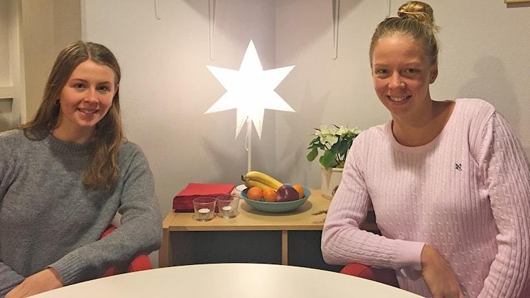 Sophie och Louise Hansson, systrar och simstjärnor från Helsingborg. Foto: Nina Sköldqvist/Sveriges Radio.