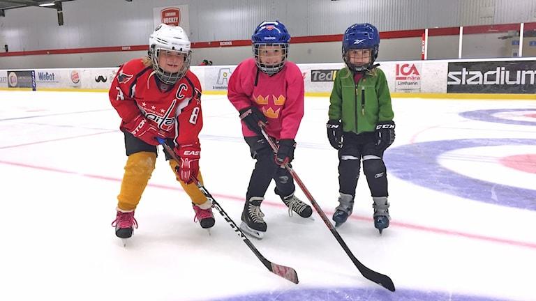 Amelie Boger, Lidia och Rebecca Vaarning redo för första träningen för säsongen.
