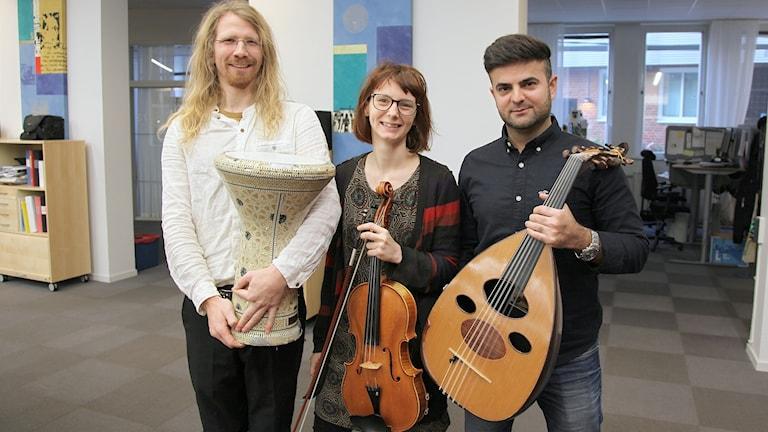 Ali Sabah with trio members Dan Svensson and Elina Nygren