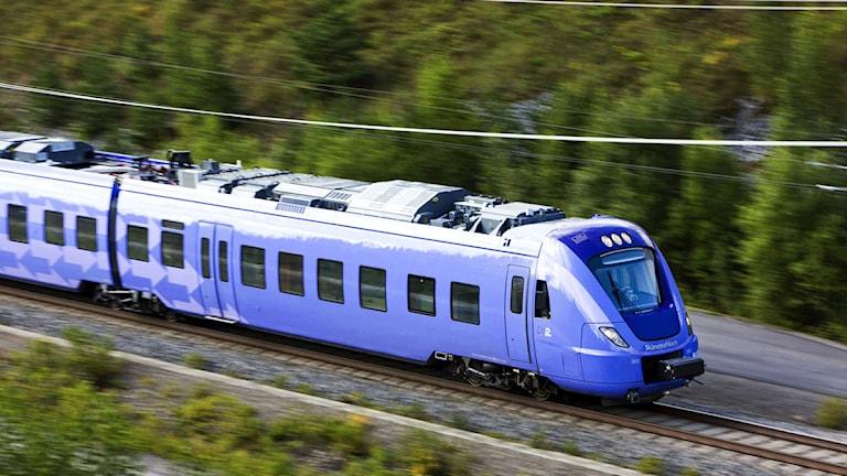 De första nya pågatågen togs i trafik ett halvår senare än avtalat. Och därför får tågtillverkaren Alstom nu betala ett vite på 27,5 miljoner euro. Foto: Kasper Dudzik/Skånetrafiken