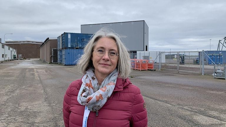 Maria Taranger, informationsansvarig på Barsebäck Kraft står utanför Barsebäcksverket.