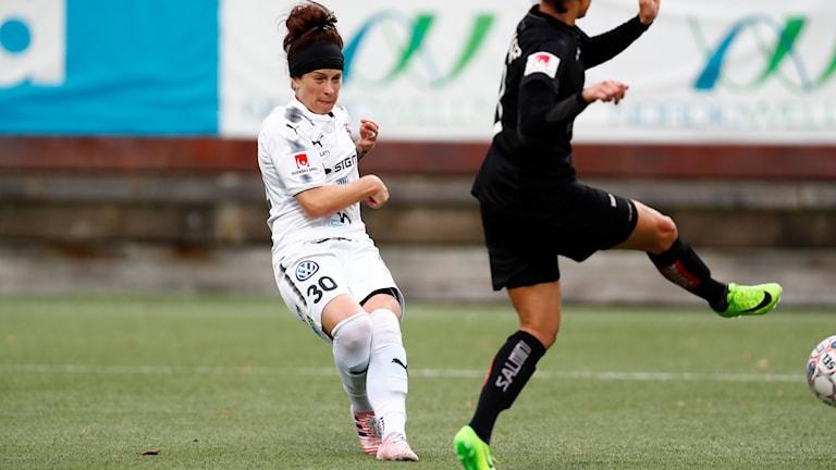 Rosengårds Ella Masar gör 0-1 under söndagens match i damallsvenskan mellan Kopparbergs/Göteborg FC och FC Rosengård på Valhalla. Foto: Thomas Johansson/TT