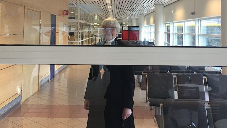 Ärkebiskop Antje Jackelén på flygplatsen.