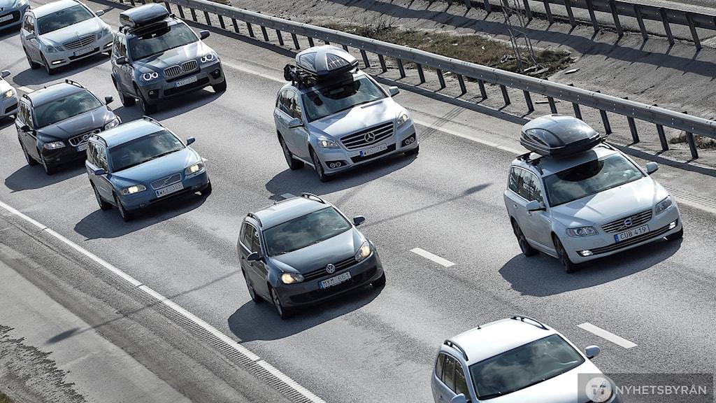 Det kan bli förbjudet för bilar som släpper ut för mycket avgaser att köra i Sveriges innerstäder.