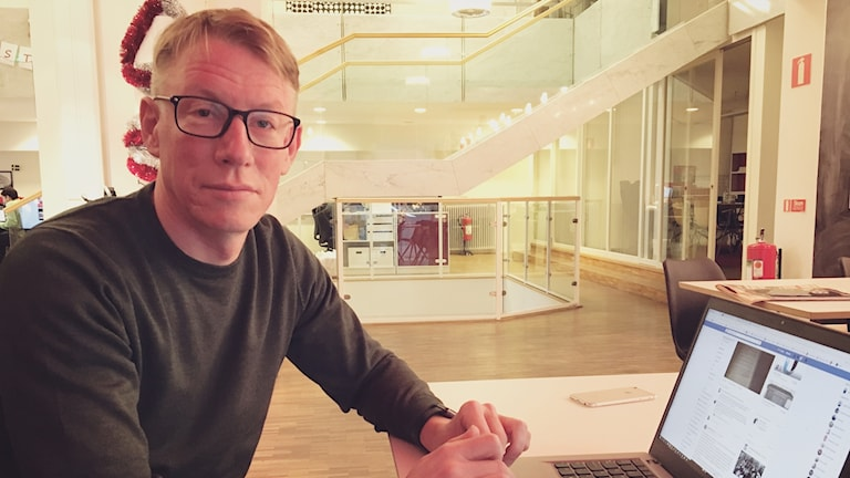 Tomas Ottosson vid dator