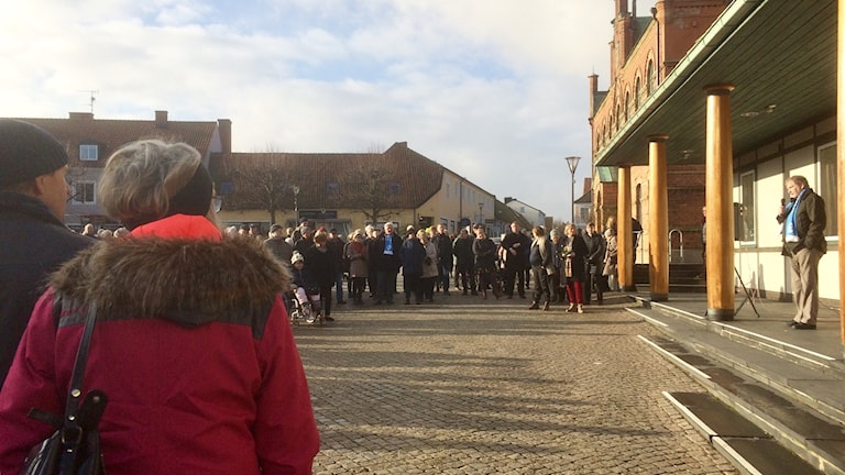 Stefan Lamme (M) talade vi manifestationen för sjukhuset i Simrishamn. Foto: Malin Thelin/Sveriges Radio