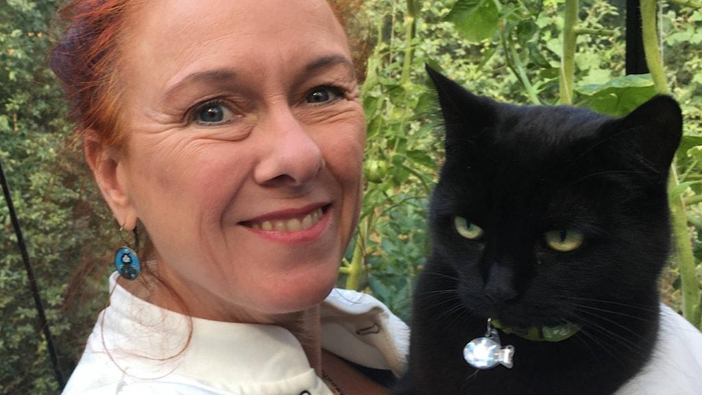 kvinna med katt