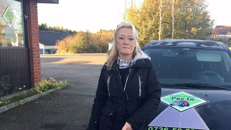 Carina Persson, trafiklärare på Pys In i Smedstorp, ska hjälpa polisen att spana efter inbrottstjuvar. Foto: Rafaela Stålbalk/Sveriges Radio.