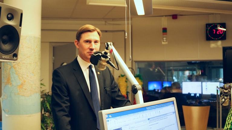 Henrik Fritzon, regionstyrelsens ordförande i studon hos morgonen i P4.