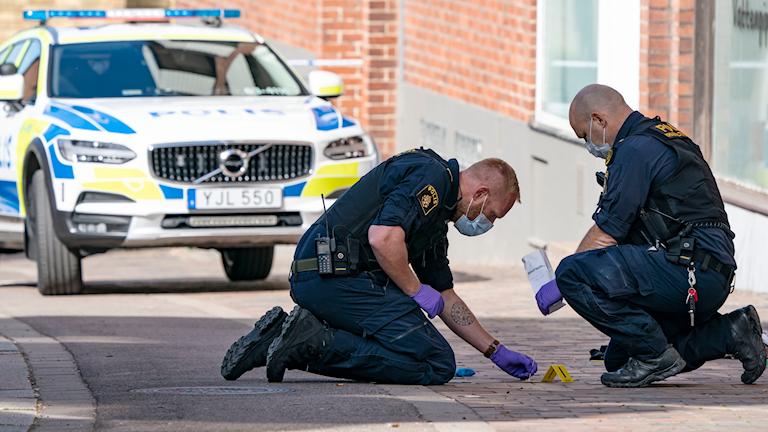 Polisens tekniker arbetar efter knivdådet i Helsingborg. Foto: Johan Nilsson/TT.