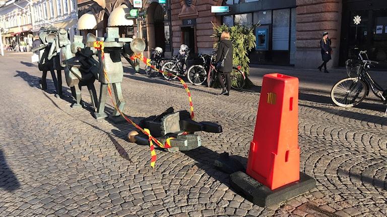 Optimistorkesterns tamburmajor är sårad. Foto: Karin Genrup/Sveriges Radio