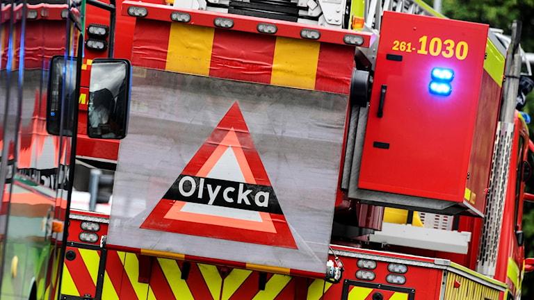 Skylt som varnar för olycka på ett av räddningstjänstens fordon. Foto: Johan Nilsson/TT