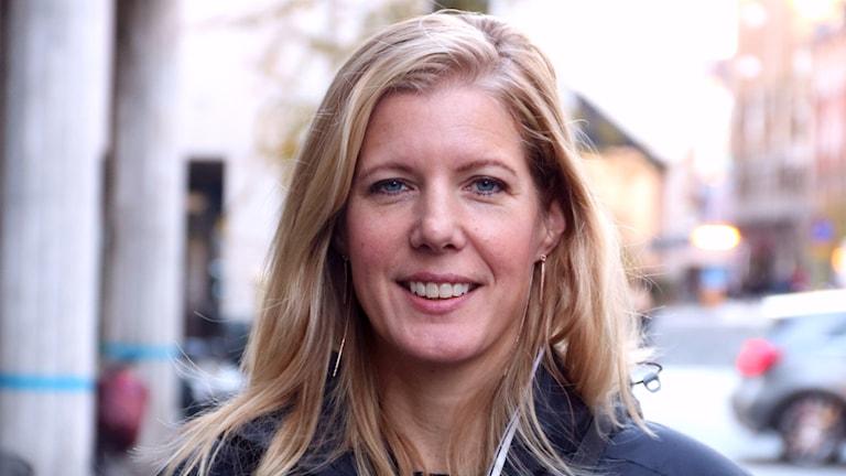 """Den 15 november släppte den före detta polisen och Malmöbon Anna Karolina sin nya bok """"Sjusiffrigt""""."""