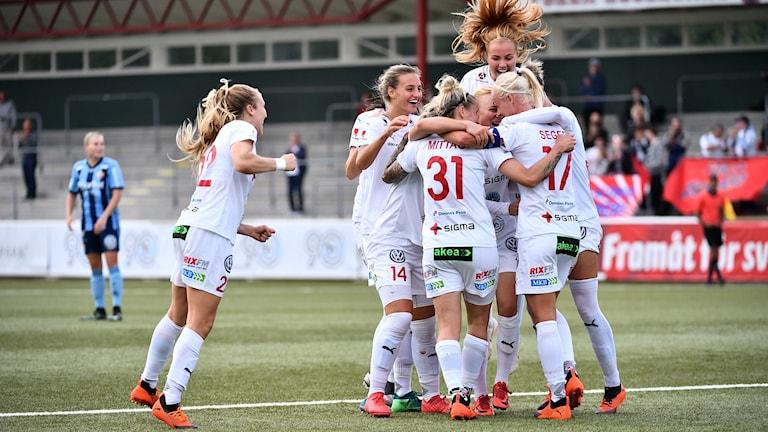 Rosengård jublar i segern mot Djurgården.