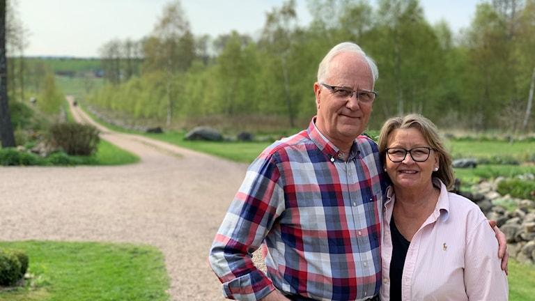 Per och Susanne Eckersten bor intill det område som var tänkt för kaolinbrytning. Foto: Hampus Eckersten/privat