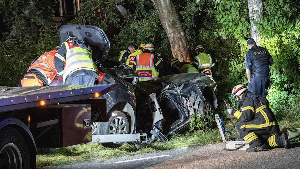 Bärgare, räddningsresurser och polis på olycksplatsen mellan Skabersjöby och Torup öster om Malmö.