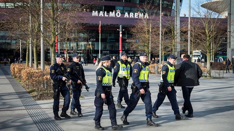 Poliser på uppdrag i Malmö. Foto: Emil Langvad/TT.