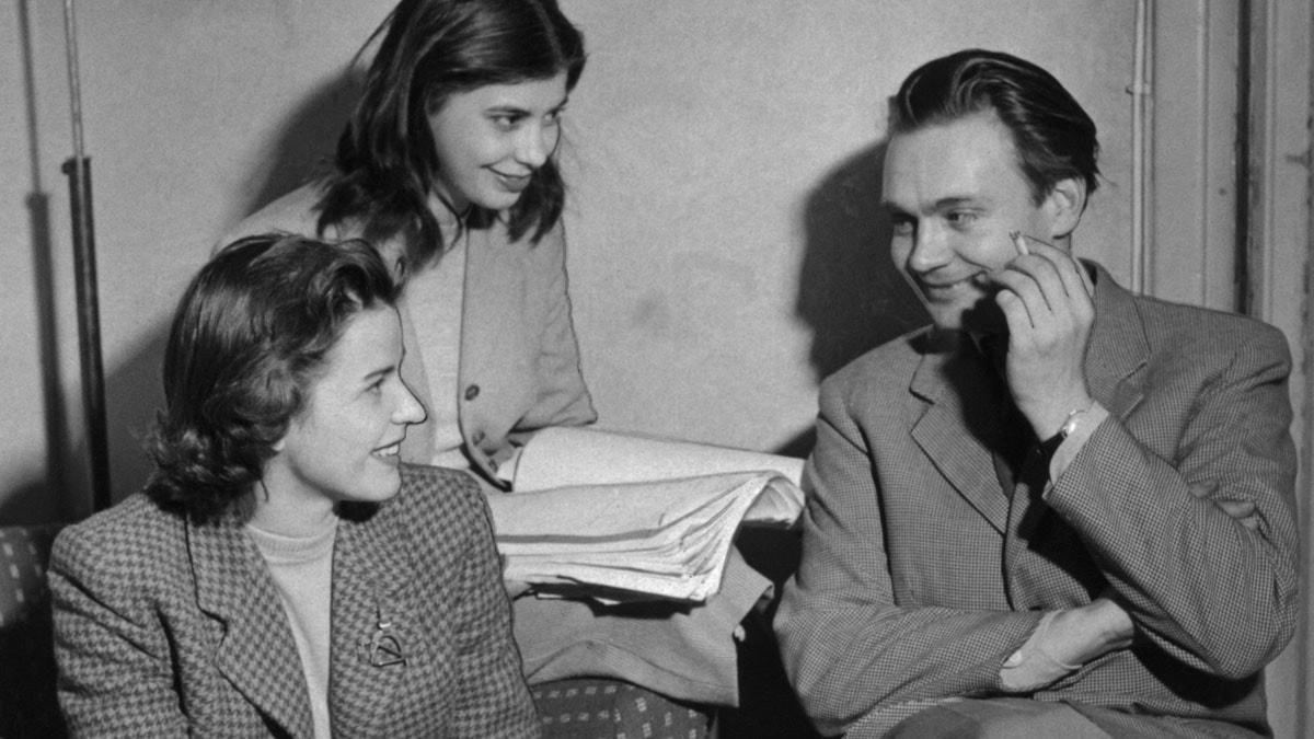 Från inspelningen av Den yttersta dagen 1952. Maj-Britt Nilsson, Margit Carlqvist och Stig Dagerman. (Foto: Jarl Ekenryd, SVT Bild)
