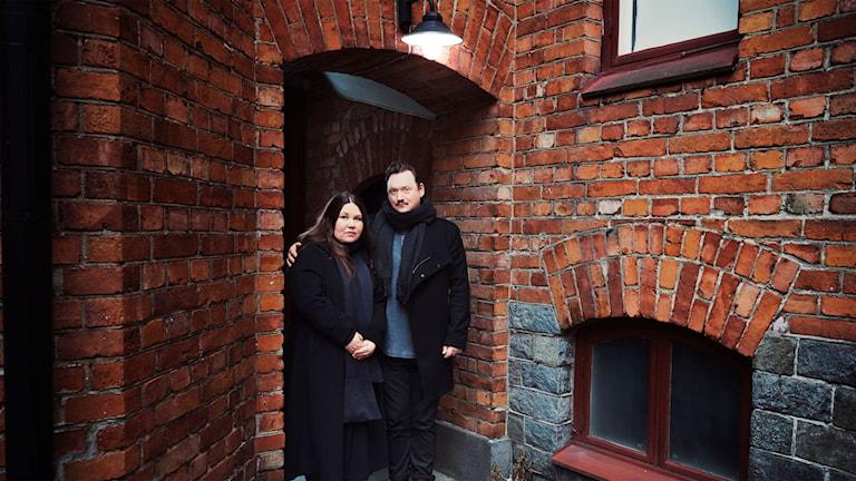 Lotti Törnros och Jonas Hellman Driessen i Hur ska det gå för Pinnebergs? (Foto: Alexander Donka)