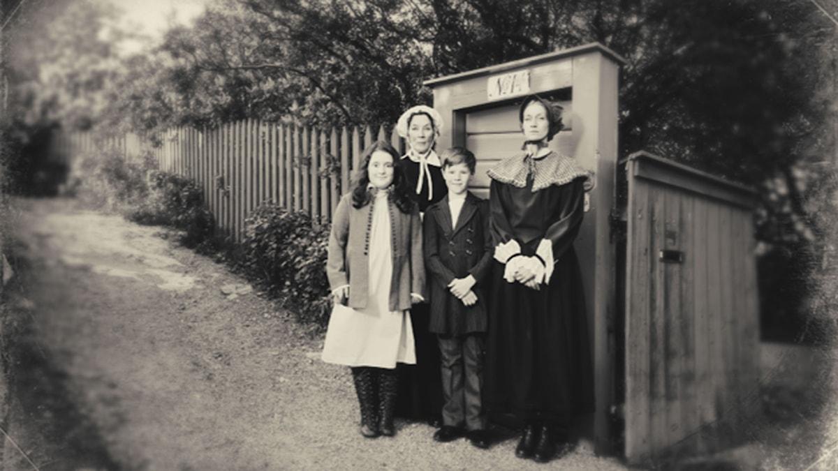 När skruven dras åt: Rebecka Josephson, Eva Millberg, Edvin Ryding, Maria Alm Norell (Foto: Alexander Donka)