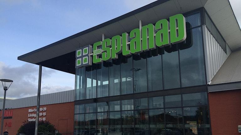 Osämja mellan barnen ska ha lett till varsin örfil inne på Elins Esplanad i Skövde.