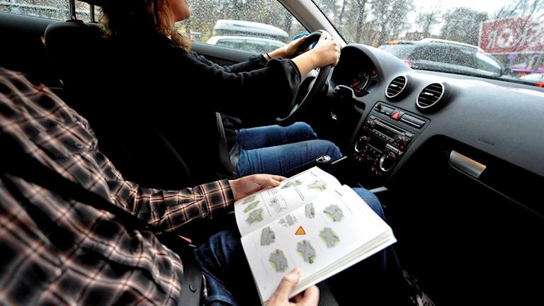 Övningskörning på en trafikskola. Foto: Bertil Ericson/Scanpix.