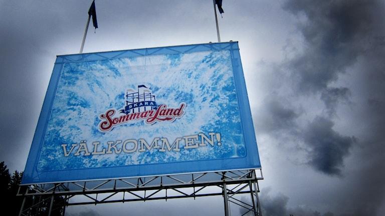 Regntunga moln över Skara Sommarland. Foto: Kajsa Lundström / P4 Skaraborg Sveriges Radio
