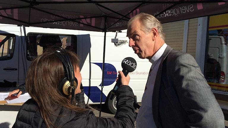 Katarina Roos intervjuar fotbollsprästen Mats Löwing.
