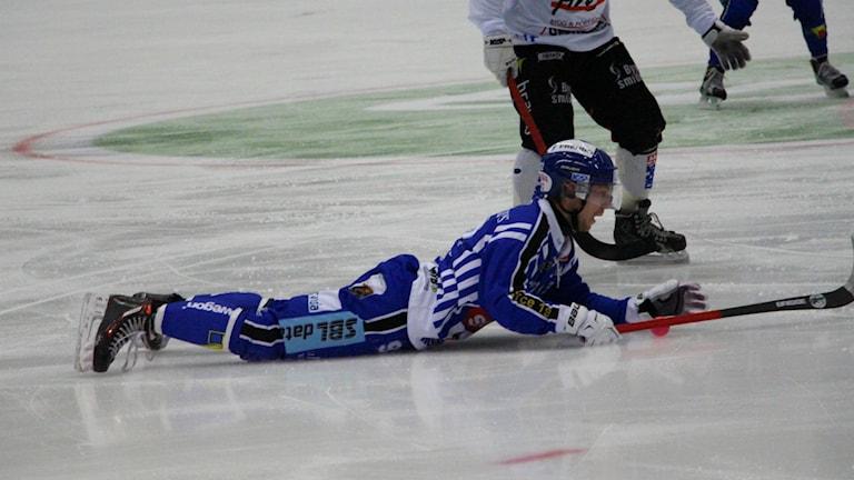 Petter Björling efter en tuff tackling.