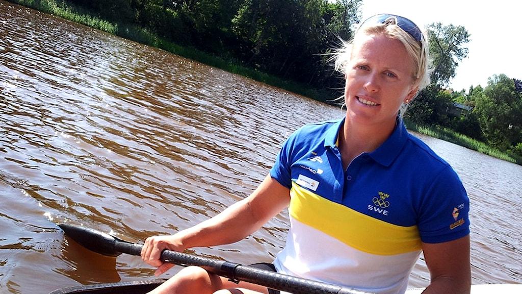 Karin Johansson är en av de som tågar under den blågula fanan i kväll. Foto: Julia Peric / P4 Skaraborg Sveriges Radio