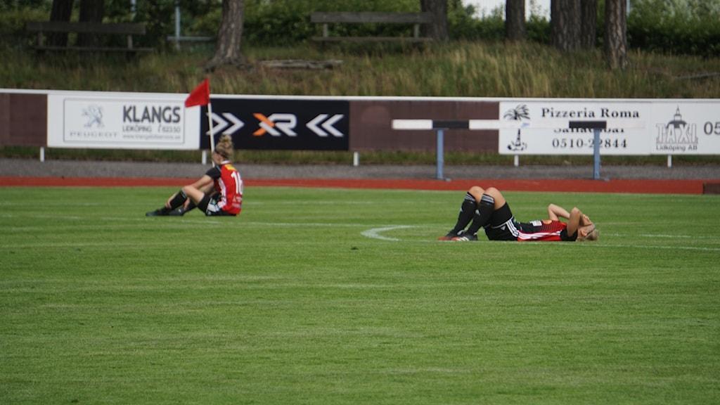 Besvikna spelare i Lidköpings FK.