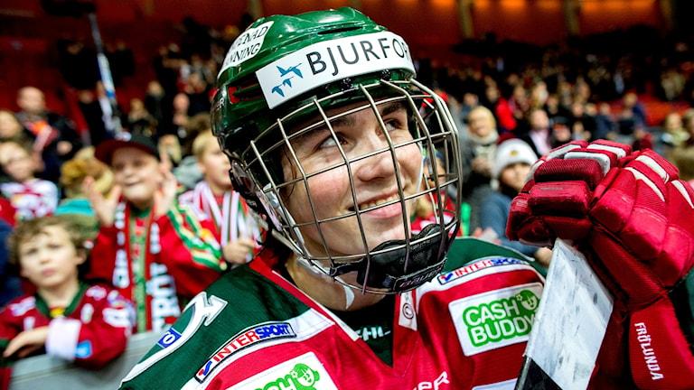 Oliwer Fjällström leende i avbytarbåset
