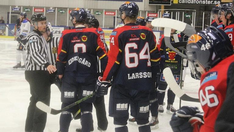 Lucas Larsson (64) har gjort Mariestad BoIS mål i matchen mot Troja/Ljungby.