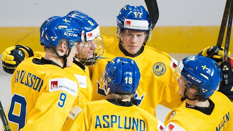 Rasmus Dahlin firar efter ett mål