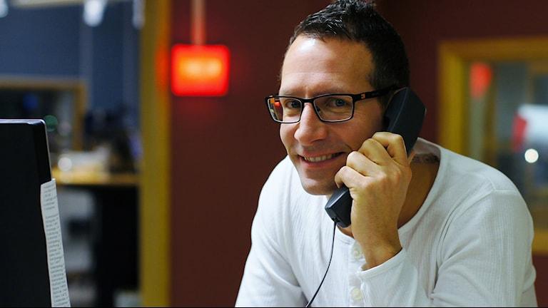 Programledaren Torbjörn Borg väntar på ditt samtal. Foto: Marthina Stäpel / P4 Skaraborg Sveriges Radio