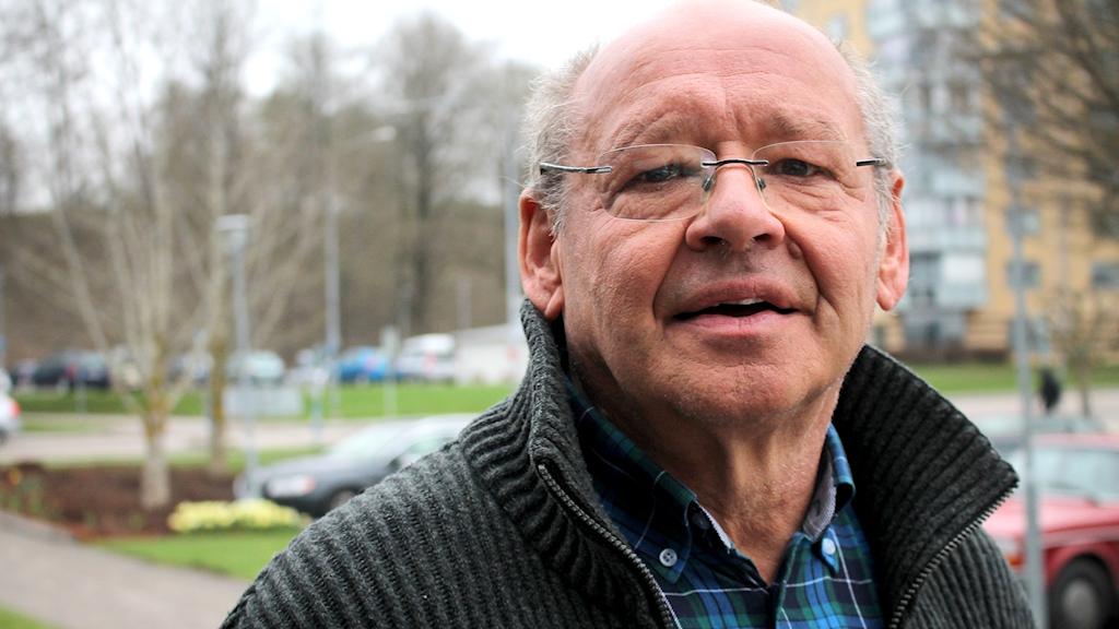 Närbild på Håkan Andersson som tittar in i kameran