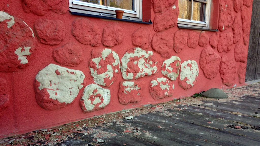 Flagande fasad. Foto: Sten Lillieström / P4 Skaraborg
