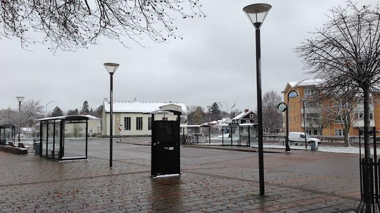 Busstationen i Tibro är inte en del av den satsningen Västtrafik nu gör på kollektivtrafiken i Skaraborg. Foto: Kristoffer Hilmersson/P4 Skaraborg