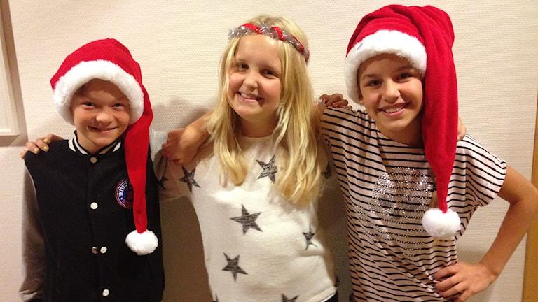 Anton, Ellen och Sara berättar hur de tycker att Lucia ska firas. Foto: Petra Dydiszko, P4 Skaraborg/Sveriges Radio