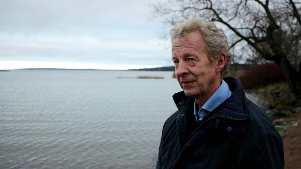 Projektledare Ove Ringsby tror att samarbete runt sjön är nödvändigt för en hållbar utveckling kring fisket. Foto: Marie Schnell / Sveriges Radio